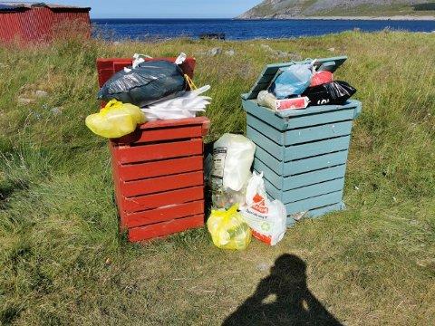 FYLLES FORT: Søppelboksene ved surfestranda på Unstad fylles fort enkelte dager. FOTO: privat