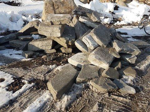 300 tonn med steinheller er levert Svolvær fra Trøndelag  for å bli materiale for ny sherpasti opp til Djevelporten.