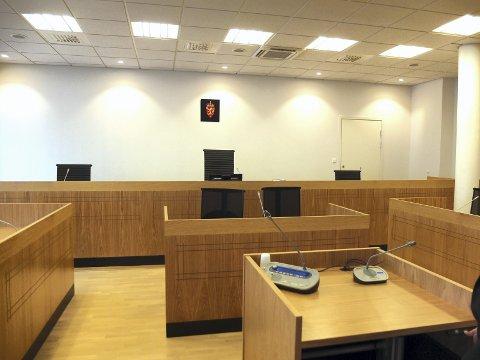 TILTALT: Kvinnen må møte i Lofoten tingrett tiltalt for grovt bedrageri