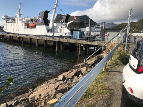 I området der ulykkesbilen kjørte ut i sjøen fordi autovernet lå nede, er det nå oppsatt nytt autovern.