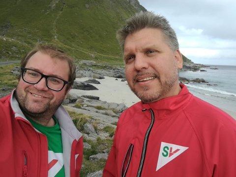 RASSIKRING: – Vi må få på plass forslag til løsninger og prislapp for rassikring i Myrlandsfjellet, mener fylkestingskandidat for SV, Marius Meisfjord Jøsevold (t.h.) og Flakstad SVs ordførerkandidat Ørjan Arntzen. FOTO: Privat