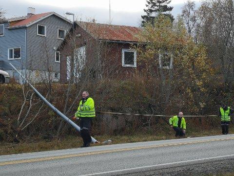 Etterforskning: Politiet gjorde mandag ettermiddag oppmålinger og undersøkelser på ulykkesstedet.