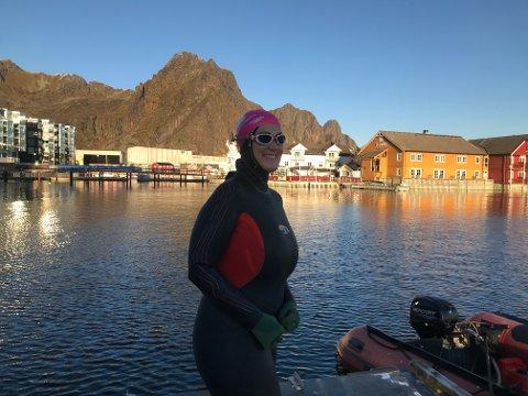 Lena Amalie Hamnes er klar for å hoppe i havet.