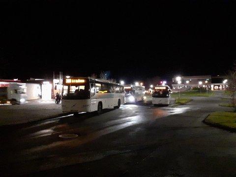 Bussholdeplassen i Leknes sentrum.