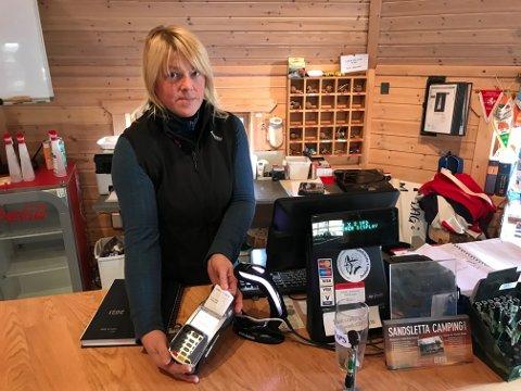 MOBILNETT: - Vi er uten betalingsløsning fordi mobilnettet ikke er rettet ennå 14 dager etter stormen, sier daglig leder Beate Bertheussen ved Sandsletta Camping.