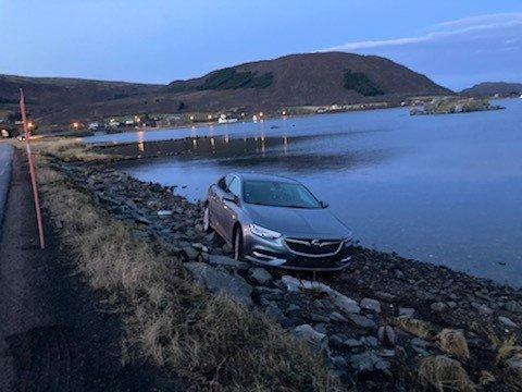 I FJÆRA: Denne bilen som kjørte av E10 ved Alstad var påsatt falske skilt.