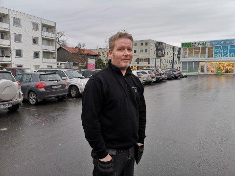 Bekymret: Pål Tore Sivertsen er bekymret for antallet ruskjørere på lofotveiene.