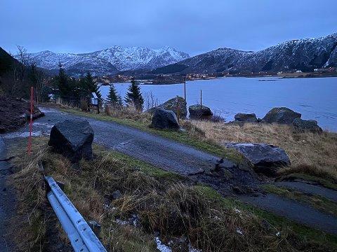 SKADER: Veien ned til innkjørselen fikk merke tyngden på steinen som løsnet.