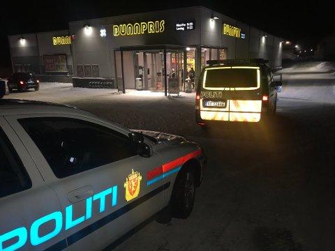 PÅGREPET: Politiet rykket ut og pågrep de to som slåss inne på butikken.