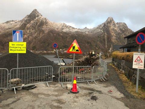 STENGT: Hele Dr. Daaes vei er stengt av mens arbeidene med hovedkloakken pågår i vinter.