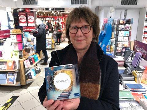 VINNER: Ranveig Nyheim fra Kabelvåg vant førstepremien verdt 20.000 kroner i julelotteriet til Kontorspar, LEX og Norli bokhandel.