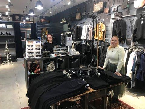BUTIKK: : Dagens lokale blir ominnredet til en gave- og suvenirbutikk innrettet mot reiseliv og turister, sier innehaver Sonja Dina Rødsand og butikkansatte Cathrine Strøm.