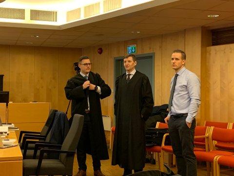 Konstituert statsadvokat Stian Mojlanen, statsadvokat Thor Erik Høiskar og politioverbetjent Trond E. Johnsen.