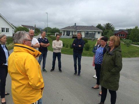 TAPTE: Naboene tapte striden om veirett i Mjåneset. Bildet  er fra en befaring Forvaltningsutvalget var på i fjor.