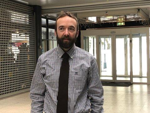 Strenge tiltak: Kommuneoverlege Jan Håkon Juul og helsevesenet fikk skryt i kommunestyret mandag. Juul og de øvrige kommuneoverlegene i regionen har videreført strenge restriksjoner på innreise.