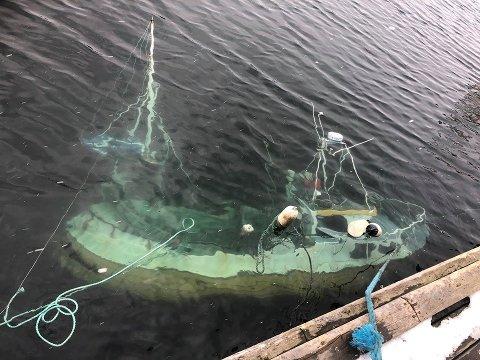 TIL BUNNS: Båten lå ved kaia til Lofoten Fish Export AS.