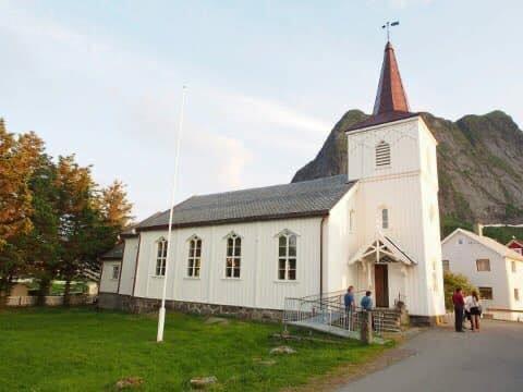 KIRKEHAGE: En egen venneforening er opprettet for å forskjønne kirkehagen ved Reine kirke.