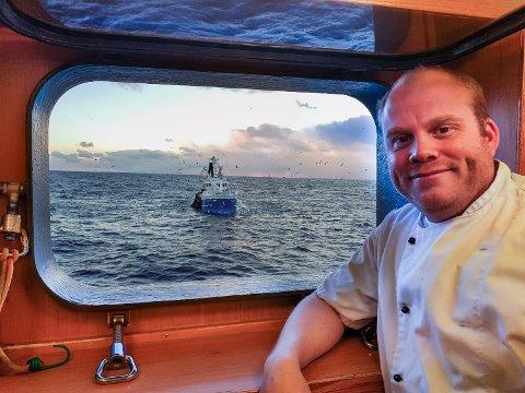 BEFAL: Om bord på KV Harstad er Tom Gjerde skvadronsmester. Arbeidsstedet hans er hele kysten og vernesonen.