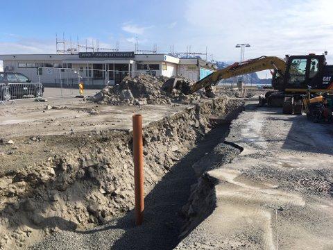 Bygges ut: Svolvær lufthavn Helle bygges for tida ut med større terminal. 1. juni skal trafikken være i gang igjen etter to og en halv måned med stopp.