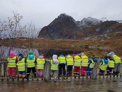TAR GREP: Foreldregruppa i Sørvågen barnehage vil gå i gang med å oppgradere uteområdet i Sørvågen barnehage.