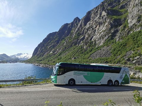 ØKENDE ETTERSPØRSEL: Flybussen vil nå kjøre mer til og fra Lofoten denne sommeren.