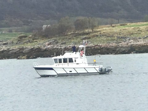 KONTROLL:  Her er båten fra SNO på en kontrollrunde tidligere i sommer.