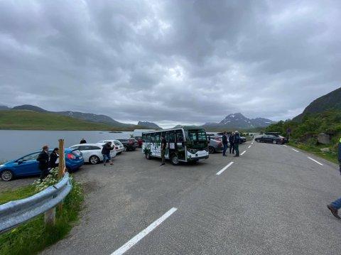 SNUPLASS: Her venter bussen på nye passasjerer i Torsfjorden.