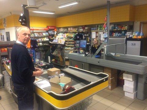 NM-TOPP I HANDEL: Tor Gunnar Olsen jobber med handel i kommunen med høyest andel sommerhandel av omsetningen i 2019. Coop Nord vil etablere større og mer tilgjengelig butikk i Moskenes. Arkivfoto