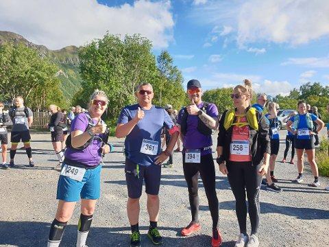 TEAM TÆL: Tina Ness, Rune Liland, Tore Holmen og Nina Steffensen før startskuddet på fredagens 15 kilometer.