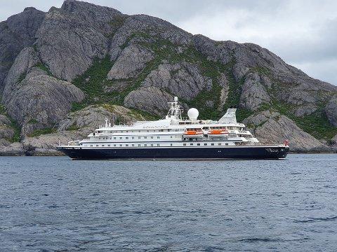 "LOFOTBESØK: Tirsdag lå ""Sea Dream 1"" utenfor Nusfjord."