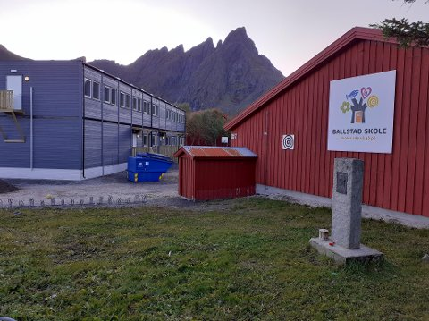 Allerede i den foreløpige rapporten om skolestrukturen i Vestvågøy er det skissert endringer for Ballstad skole. FAU ved skolen har reagert kraftig.