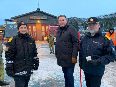 TESTING: Under dagens åpning av teststasjonen på E10 var politimester i Nordland, Heidi Kløkstad, ordfører i Narvik, Rune Edvardsen og sjef for midtre Hålogaland sivilforsvar, Eirik Furevik på plass.