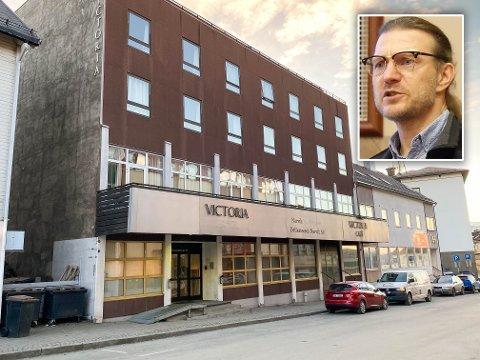BRUDD PÅ SMITTEVERNREGLENE: På tidligere Victoria hotell har det oppholdt seg elleve utenlandske arbeidere. De har ikke fulgt smittevernreglene, så nå blir arbeidsgiveren deres anmeldt.