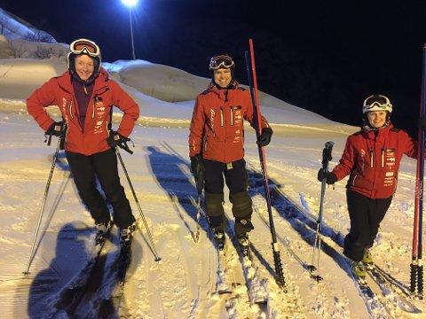 Kjersti Tønnessen Busch (t.v.), Trygve Bjørgaas og Ingrid Nergård gleder seg over at alpinbakken åpner denne uken.