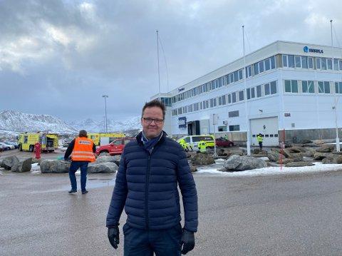 Brann: - I dag hadde vi åpen ild i et inntaksskap, som sprinkleranlegget slukket før brannvesenet kom til stedet. Det er godt å se at det fungerer, sier administrerende direktør i Insula, Sigvald Rist.