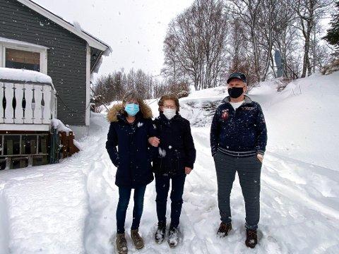 Korona x3: Både Nina Kaspersen (t.v.) moren Liv og mannen Kurt har fått påvist koronasmitte og er satt i isolasjon i hjemmet sitt. Det var også der de tre ble smittet.