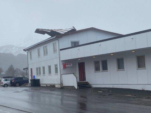 LEILIGHETEN: Det bodde folk i leiligheten i bygget der taket ble flerret av.