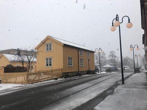 Kan bli flyttet: Dette verneverdige eldre og velkjente bolighuset i Vestfjordgata kan bli flyttet. Det skisseres som en mulighet for utviklingen av kvartalet.