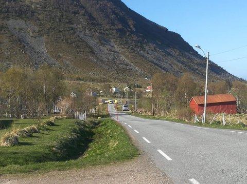 Ulykken har skjedd på fylkesvei 7728 på Haverringen, ved Smedvika.