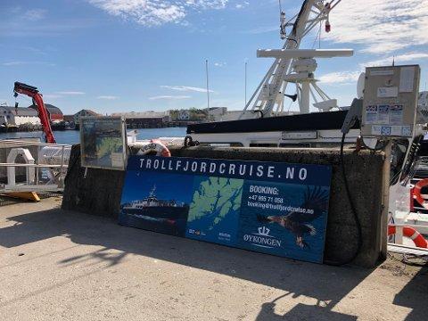 Skilt-nekt: Dette skiltet måtte Kjell-Tore Halden, som driver turisttrafikk til Trollfjorden, ta ned.