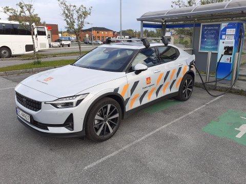 Satser elektrisk: Statens Vegvesen har valgt elbilen Polestar II som personbil. Ifølge hjemmesiden til Polestar begynner prisen på 389.000 kroner. Bilene skal ha en rekkevidde på inntil 540 kilometer. Denne bilen er stasjonert på Fauske.