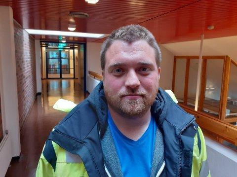 Travel juli: Prosjektingeniør innenfor vann og avløp i Vestvågøy kommune, Karl-Petter Johansen, har nok å henge fingrene i når alt utstyret i vannbehandlingsstasjonen skal bygges opp igjen midt i fellesferien.