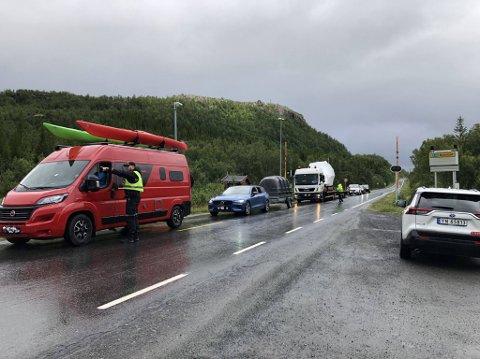 KØ: Mandag formiddag var det tendenser til kø av biler som var på vei over grensen fra Sverige til Norge.