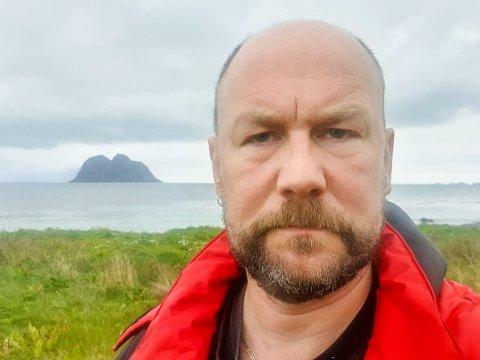 """SKJEGG PÅ VÆRØY: Kjetil Rønning (47) fotograferte """"skjeggselen"""" da den besøkte familiens flytebrygge på Værøy."""