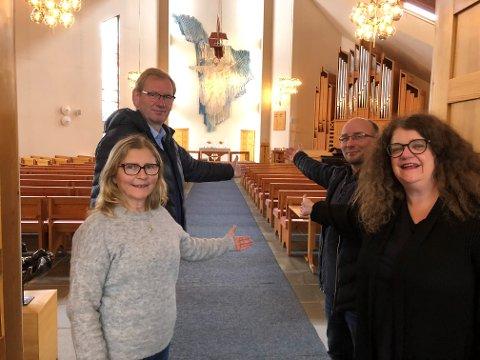 Velkommen: Kirketjener Synnøve Klausen, kapellan Trond Gran, organist Ken-Gøran Mikkelsen og sokneprest Kjersti Ryan ønsker velkommen til drop-in dåp og bryllup lørdag.