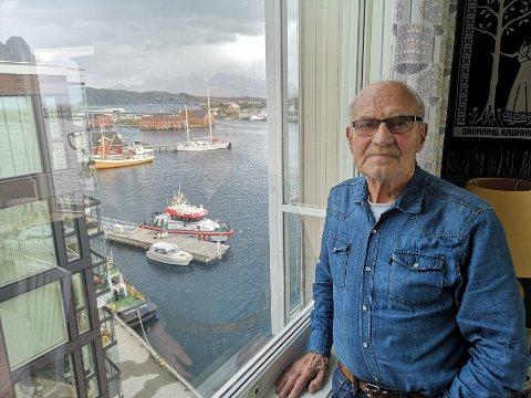 Donasjon: Torbjørn Josefsen (90) bestemte seg for Redningsselskapet, da han ønsket å donere deler av livsarven etter at kona Inger Johanne døde i januar. Fra et av vinduene i leilighetene ser han rett ned på redningsskøyta Sundt Flyer.