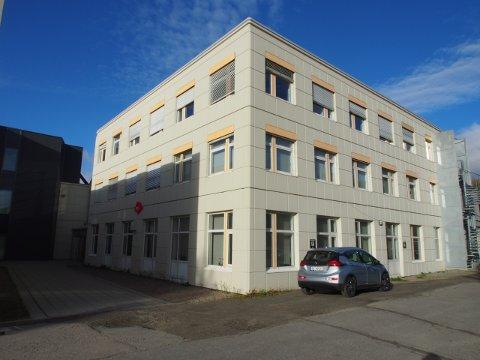 Familieenheten i Vestvågøy kommune har tilsammen rundt 30 ansatte som holder til i Origobygget på Leknes. Nå søker de etter psykolog.