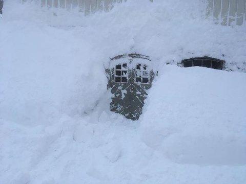 Mye snø i Nusfjord.