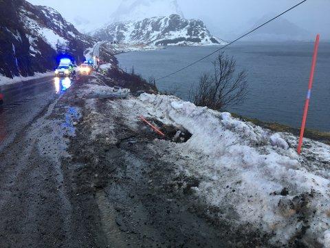 MINNEMARKERING: Mandag kveld blir E10 stengt i 20 minutter i forbindelse med en minnemarkering for sjåføren som omkom 28. mars (Bildet er fra ulykkesplassen).