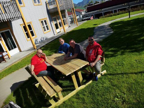 De fra klubben som overrakte gaven og er fra venstre: Edvard Falch, Ørjan Sandnes, Tommy Johansen og Hans Arne Selfors Hansen.